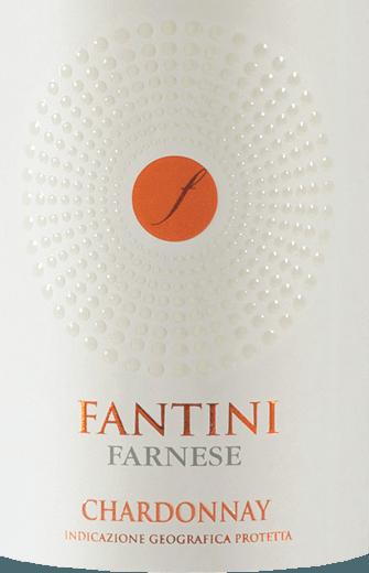 Der leichtfüßige Fantini Chardonnay aus der Feder von Farnese Vini leuchtet mit brillantem Goldgelb ins Glas. Das Bukett dieses Weißweins aus den Abruzzen begeistert mit Nuancen von Guave, Physalis, Mango und Sternfrucht. Gerade seine fruchtbetonte Art macht diesen Wein so besonders. Am Gaumen eröffnet der Fantini Chardonnay von Farnese Vini wunderbar trocken, griffig und aromatisch. Am Gaumen präsentiert sich die Textur dieses leichtfüßigen Weißwein wunderbar knackig. Durch seine vitale Fruchtsäure zeigt sich der Fantini Chardonnay am Gaumen herrlich frisch und lebendig. Das Finale dieses jugendlichen Weißwein aus der Weinbauregion Abruzzen, genauer gesagt aus Terre di Chieti IGT, überzeugt schließlich mit beachtlichem Nachhall. Vinifikation des Fantini Chardonnay von Farnese Vini Dieser elegante Weißwein aus Italien wird aus der Rebsorte Chardonnay hergestellt. Nach der Lese gelangen die Trauben zügig ins Presshaus. Hier werden sie selektiert und behutsam aufgebrochen. Es folgt die Gärung im Edelstahltank bei kontrollierten Temperaturen. Nach ihrem Ende kann sich der Fantini Chardonnay für einige Monate auf der Feinhefe weiter harmonisieren.. Speiseempfehlung zum Farnese Vini Fantini Chardonnay Genießen Sie diesen Weißwein aus Italien idealerweise moderat gekühlt bei 11 - 13°C als begleitenden Wein zu Spaghetti mit Joghurt-Minz-Pesto, Spargelsalat mit Quinoa oder fruchtiger Endiviensalat.