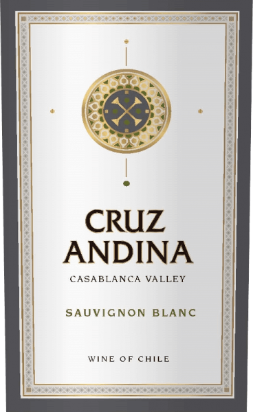 DerSauvignon Blanc von Cruz Andina ist ein reinsortiger Weißwein aus der Rebsorte Sauvignon Blanc. Im Glas erstrahlt ein leuchtendes Zitronengelb. Das Bouquet wird getragen von intensiven Aromen nach Zitrone und Limette. Untermalt wird der Eindruck von feinen Kräuternuancen. Am Gaumen ist dieser chilenische Weißwein frisch mit pikanter Säure im Finish. Speiseempfehlung für den Cruz Andina Sauvignon Blanc Dieser Weißwein aus Chile ist ein Hochgenuss zu allerlei Spargelgerichten, Sushi-Variationen - von Maki bis Inside Out Maki über Nigiri - und zu Frischkäse.