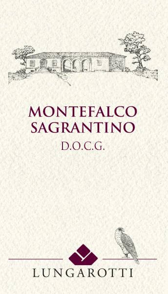 Der Montefalco Sagrantino DOCG von Tenuta Montefalco von Lungarotti ist ein kraftvoller Rotwein aus Umbrien mit beachtlichem Lagerpotential. Dieser Montefalco Sagrantino DOCG fließt in tiefem Rubinrot mit violetten Nuancen ins Glas. An der Nase entwickelt sich ein sehr reichhaltiges, sehr komplexes und harmonisches, lang anhaltendes Bouquet mit vielschichtigen Duftnoten von roten Früchten, untermalt von Aromen, die an Kakao, süße Gewürze, Chinin und elegante Holztöne erinnern. Am Gaumen präsentiert sich dieser konzentrierte Rotwein aus Umbrien mit dichten, reifen Tanninen, kräftiger Struktur, fruchtig, mit einer frischen, angenehmen Säure.Das Finale ist sehr lang, fruchtig mit Nuancen von Röstaromen im Nachhall. Vinifikation des Montefalco Sagrantino DOCG von Tenuta Montefalco von Lungarotti Die autochtone lokale Rebsorte Sagrantino wird Mitte September manuell gelesen. Die Weinberge im Weingut in Turrita di Montefalco sind nach Südwesten ausgerichtet, die Reben wachsen auf nicht sehr tiefgründigen Böden mit lockerem, sandigem Lehm und kalkhaltigem Unterboden. Nach der Lese findet die Maischegärung auf den Schalen in Edelstahltanks für etwa 28 Tage statt. Nach Abzug vom Trester folgen 12 Monate Reifung in französischen Eichenfässern von 30 hl, nach leichter Filtrierung folgt der Ausbau in der Flasche für 3 Jahre. Bei richtiger Lagerung kann der Montefalco Sagrantino viele Jahre gelagert werden. Der Sagrantino gilt als eine der Sorten mit dem absolut höchsten Gehalt an Polyphenolen. Er wird vor der Abfüllung in Flaschen leicht gefiltert und kann darum Sedimente präsentieren. In Maßen getrunken schreibt man ihm hohe antioxidative Wirkung zu. Der Überlieferung nach, scheint es, dass Kaiser Friedrich II. von Hohenstauffen dieser Rebsorte den Namen gab. Über Jahrunderte hinweg wurde er in den Gärten der Klöster von Montefalco angebaut und überlebte wie durch ein Wunder die Reblausepidemie Anfang des 20. Jahrhunderts. Speiseempfehlung für den Lungarotti Montefalco Sagrant