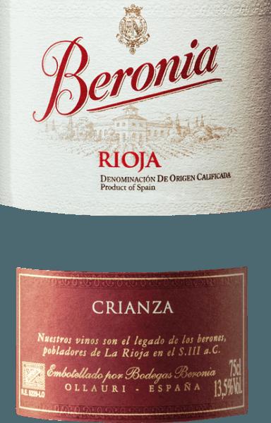 """Aus den Rebsorten Tempranillo (88%), Garnacha (10%) und Mazuelo (2%) wird der wundervolle Crianza von Beronia vinifiziert. Im Glas schimmert dieser Wein in einem kräftigen Kirschrot mit dunklem Kern. Die Nase erfreut sich an ausdrucksstarken Aromen nach roten Früchten - Kirschen, Himbeeren, Brombeeren, schwarzer Johannisbeere und etwas Pflaumen. Das aromatische Bouquet wird von einem blumigen Hauch untermalt. Am Gaumen ist dieser spanische Rotwein wunderbar ausbalanciert mit einem eleganten, feinen mineralischen Touch und warmen Kakaotönen. Der feingliedrige Körper wird von der herrlichen Fruchtfülle und der süß gereiften Tanninstruktur perfekt ummantelt. Der lange Nachhall wird von Röstnoten, Vanille und etwas Schokolade begleitet. Vinifikation des Beronia Crianza Anfang Oktober werden die Trauben für diesen Rotwein gelesen und schon im Weinberg streng selektiert. Im Weinkeller von Beronia wird das Lesegut zunächst einige Tage kalt eingemaischt. Dadurch lösen sich die ersten Farbpigmente und das Tannin von den Beerenhäuten. Die alkoholische Gärung findet im bei kontrollierter Temperatur von 26 Grad Celsius im Edelstahltank statt. Dabei wird regelmäßig der auftreibende Tresterhut niedergedrückt (Pigeage). Wie auch bei der Kaltmazeration bedingt die Pigeage den Auszug von Farbe, Aroma und Tannin aus den Schalen. Ist sowohl die alkoholische Gärung als auch der biologische Säureausbau erfolgt, wird dieser Wein in """"gemischten"""" Fässern für 12 Monate ausgebaut. Für das Weingut Beronia wurden speziell Holzfässer aus französischer und auch amerikanischer Eiche angefertigt (gemischt). Abschließend wird dieser Wein abgezogen, auf die Flaschen gefüllt und lagert in den Kellern für insgesamt 3 Monate auf der Flasche. Speiseempfehlung für den Rioja Crianza von Beronia Genießen Sie diesen trockenen Rotwein aus Spanien zu gemütlichen Grillabenden mit der Familie und den Freunden, zu mediterranen Gemüsegerichten oder auch zu spanischen Wurstspezialitäten."""