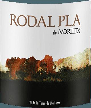 Der Rodal Pla de Mortitxvon Vinyes Mortixt erscheint im Glas in einem dunklen Rot mit einem komplexen Bouquet, das mit intensiven fruchtigen und würzigen Aromen verführt. Dazu gehören die Noten von Süßkirschen, Brombeeren, sowie Pfeffer und Tabakblätter. Diese Cuvée aus den Rebsorten Merlot, Cabernet Sauvignon, Syrah und ist am Gaumen ausgewogen und fleischig mit runden Tanninen und einem angenehm würzigen Abgang. Vinifikation des Mortitx Rodal Pla Dieser Spitzen-Rotwein aus Mallorca wurde aus73% Syrah, 16% Cabernet Sauvignon und 11% Merlot vinifiziert. Die Rebsorten wurde getrennt eingemaischt und zwischen ein und zwei Wochen vergoren. Anschließend reift der Rodal Pla für 6 Monate in Barriques aus französischer Eiche. Speiseempfehlung für den Mortitx Rodal Pla Genießen Sie diesen trockenen Rotwein zu Lammrücken, gegrilltem roten Fleisch und Käse. Auszeichnungen für den Mortitx Rodal Pla Guia Penin: 88 Punkte für 2013