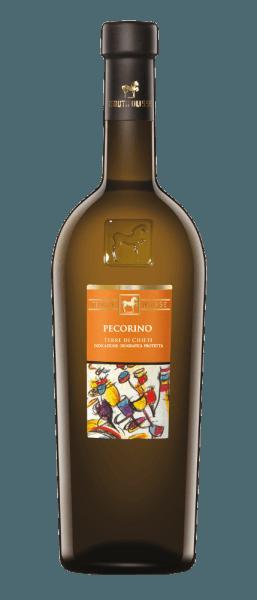 Der Pecorino von Tenuta Ulisse funkelt mit einem leuchtenden Gelb und grünlichem Schimmer im Glas. Dabei umschmeichelt dieser italienische Weißwein die Nase mit einem fruchtbetonten Bouquet. Es entfalten sich köstliche und süßliche Aromen von kandierten Zitrusfrüchten, weißem Pfirsich, Ananas und Papaya. Diese erfrischenden Noten werden abgerundet von einer dezenten salinen Nuance. Dieser erfrischende Pecorino aus Italien ist am Gaumen mit einer belebenden Säure präsent und entfaltet eine großartige Struktur mit viel Extrakt. Der lang anhaltende Nachhall dieses Weines ist schmelzig mit balsamischen Anklängen. Vinifikation des Pecorino Terre di Chieti von Ulisse Die ULISSE-Linie besteht aus rebsortenreinen Weinen, welche eindrucksvoll beweisen, welch fantastische Aromen und Geschmäcker entstehen, wenn autochthone Rebsorten auf den für sie idealen Böden wachsen. Die Herkunft der Pecorino-Trauben ist ungewiss, sie werden jedoch bereits seit Jahrhunderten in den zentralen Regionen von Italien, wie Abruzzen, angebaut. Die selektive Handlese erfolgt in 10 Kilogramm-Behältern, gekühlt durch Trockeneis gelangen die Trauben unbeschädigt zur Kellerei. Dort werden sie nochmals selektiert, um ein absolut gesundes Lesegut zu gewährleisten. Die Trauben werden durch Stickstoff innerhalb von 3 Minuten auf -5°C herunter gekühlt. Dabei wird die Zellstruktur aufgebrochen und die Extraktion gefördert, was die intensive, faszinierende frisch-fruchtige Aromatik dieses Weines erklärt. Die Gärung findet temperaturkontrolliert in Edelstahltanks statt mit einem anschließenden Ausbau in selbigen für einen Zeitraum von 3 Monaten. Speiseempfehlung zum Pecorino von Ulisse Genießen Sie diesen trockenen Weißwein zu gegrilltem oder rohem Fisch, Schalentieren, Risotto oder Käse. Auszeichnungen für den Pecorino von Tenuta Ulisse Luca Maroni: 95 Punkte für 2018 Luca Maroni: 96 Punkte für 2016 International Wine Challenge: Gold für 2016 International Wine Challenge: Best Pecorino in Show für 2016 AWC V
