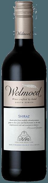 Der feine WelmoedShiraz aus Stellenbosch offenbart sich dem Weingenießer in einer dunklen rubinroten Farbe. Die Nase erfüllt er mit runden, angenehmen Aromen nach schwarzen, süßen, reifen Früchten wie schwarzen Johannisbeeren, unterlegt mit würzigen Untertönen von Lakritz. Am weichen, vollen Gaumen kommt seine Süffigkeit zum Tragen. Verführerisch süß-würzige Aromen werden von schön integrierten Holznoten und festen, jedoch weichen Tanninen ergänzt. Insgesamt ist der Welmoed Shiraz ein wohl balancierter, anspruchsvoller, aber dabei keineswegs komplizierter Wein mit einem mittleren bis vollen Körper. Speiseempfehlung für den Welmoed Shiraz Wir empfehlen diesen Rotwein aus Südafrikas Prestige-Region Stellenbosch zu grünen Bohnen und Kartoffeln, Spaghetti Bolognese, Kalbsfleisch, Rinderfilets oder Lammbraten sowie zu gereiften Käsesorten. Er eignet sich auch als Begleiter vegetarischer Speisen.