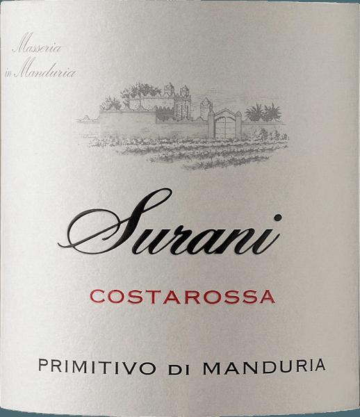 Der Costarossa Primitivo di Manduria von Surani präsentiert sich im Glas in einem dunklen Rubinrot und verströmt in seinem kraftvollen Bouquet Aromen von roten und schwarzen Früchten wie Pflaumen, Kirschen und Brombeeren. Unterstrichen wird die fruchtige Nase des Surani Primitivo von würzigen Noten nach Vanille und Zimt. Am Gaumen zeigt sich der Costarossa als runder und saftiger apulischer Rotwein, der für Trinkfreude sorgt. Seine samtigen Tannine und sein voller Körper zeigen einmal mehr, warum die Primitivo die Manduria DOC nicht nur im Süden Italiens so einen hohen Stellenwert genießt. Vinifikation des Costarossa Surani Primitivo di Manduria Der Ausbau dieses Primitivos von Surani fand nach der temperaturgesteuerten Gärung für 12 Monate im Barrique statt. So kann sich dieser Rotwein aus dem tiefsten Süden Italiens noch komplexer entwickeln und im Glas seine volle Pracht entfalten. Speiseempfehlung zum Surani Primitivo di Manduria Costarossa Genießen Sie diesen dezent halbtrockenen Rotwein von Surani zu Pasta mit Tomaten- oder Fleischsaucen, gegrilltem Rind, Wild oder Lamm oder zu edelbitterer Schokolade.