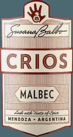 Der Crios Malbec von Susana Balbo ist ein ausgezeichneter, rebsortenreiner und ausgewogener Rotwein aus dem argentinischen Weinanbaugebiet Mendoza. Im Glas schimmert dieser Wein in einem ansprechenden Dunkelrot mit violetten Glanzlichtern. Das ausdrucksstarke Bouquet offenbart Noten nach saftigen Brombeeren, reifen Kirschen und zerdrückten Blaubeeren - dezent untermalt von floralen Noten nach Veilchen und Vanille. Am Gaumen besitzt dieser Wein eine wundervolle Balance zwischen der dunklen Fruchtfülle und der seidigen Tanninstruktur. Der ausgewogene Körper lässt sich von dem frischen Charakter dieses argentinischen Rotweins wundervoll einnehmen. Das Finale wartet mit einer angenehmen Länge auf. Vinifikation des Susana Balbo Crios Malbec Nach der sorgsamen Lese der Malbec-Trauben in den Weinbergen von Susana Balbo in Mendoza, wird das Lesegut umgehend in den Weinkeller gebracht. Bei einer kontrollierten Temperatur wird die Maische im Edelstahltank vergoren. Dieser Wein durchläuft noch eine Mazeration von 25 Tagen. Abschließend reift dieser Rotwein für 10 Monate in Barriques aus französischer Eiche. Speiseempfehlung für den Malbec Susana Balbo Crios Dieser trockene Rotwein aus Argentinien ist für gemütliche Grillabende mit der Familie und den Freunden genau der richtige Wein. Aber auch zu klassischen Burger-Gerichten mit Süßkartoffel-Pommes ein wahrer Genuss. Auszeichnungen für den Crios Malbec von Susana Balbo Decanter: 93 Punkte für 2017 Descorchardos: 90 Punkte für 2017 James Suckling: 90 Punkte für 2017 Robert M. Parker - The Wine Advocate: 90 Punkte für 2017