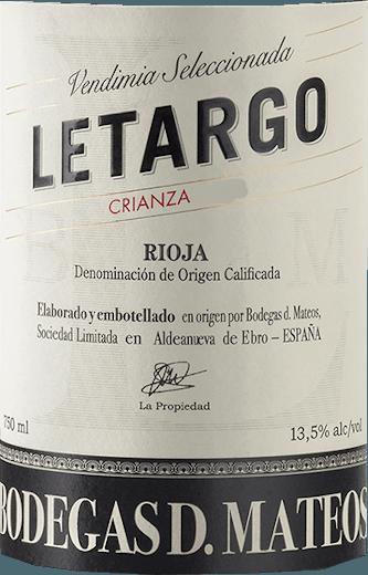 Mit dem Bodegas D. Mateos Letargo Crianza kommt ein erstklassiger Rotwein ins geschwenkte Glas. Hierin offeriert er eine wunderbar leuchtende, purpurrote Farbe. Diese spanische Cuvée präsentiert im Glas herrlich ausdrucksstarke Noten von Rosinen, Trockenpflaumen, Früchtebroten und Dörrobst. Hinzu gesellen sich Anklänge von schwarzem Tee, Zimt und sonnenwarmes Gestein. Dieser trockene Rotwein von Bodegas D. Mateos ist etwas für WeinliebhaberInnen, die es absolut trocken mögen. Der Letargo Crianza kommt dem bereits sehr nahe, wurde er doch mit gerade einmal 2,1 Gramm Restzucker gekeltert. Auf der Zunge zeichnet sich dieser ausgeglichene Rotwein durch eine ungemein schmelzige und samtige Textur aus. Durch seine präsente Fruchtsäure zeigt sich der Letargo Crianza am Gaumen traumhaft frisch und lebendig. Im Abgang begeistert dieser Rotwein aus der Weinbauregion La Rioja schließlich mit beachtlicher Länge. Erneut zeigen sich wieder Anklänge an Dörrobst und Rosinen. Vinifikation des Letargo Crianza von Bodegas D. Mateos Dieser balancierte Rotwein aus Spanien wird aus den Rebsorten Garnacha, Graciano und Tempranillo gekeltert. Die Weintrauben für diesen Rotwein aus Spanien werden, wenn sie perfekt ausgereift sind, ausschließlich von Hand geerntet. Nach der Lese gelangen die Trauben umgehend in die Kellerei. Hier werden Sie sortiert und behutsam aufgebrochen. Es folgt die Gärung im kleinen Holz bei kontrollierten Temperaturen. Nach dem Abschluss der Gärung wird der Letargo Crianza noch für 12 Monate in Barriques aus Eichenholz ausgebaut. Speiseempfehlung für den Letargo Crianza von Bodegas D. Mateos Trinken Sie diesen Rotwein aus Spanien am besten temperiert bei 15 - 18°C als Begleiter zu Spinatgratin mit Mandeln, Lauchsuppe oder Spaghetti mit Kapern-Tomaten-Sauce.