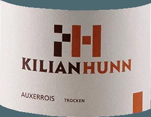 Der Auxerrois von Kilian Hunn präsentiert sich im Glas in einem leuchtenden Gelb mit grünen Reflexen. Dabei entfaltet sich das zarte Bouquet mit den Aromen von Äpfeln, Quitten und dezenten nussigen Anklängen. Am Gaumen ist dieser Weißwein weich mit einer belebenden Säure. Es offenbaren sich die köstlichen Geschmacksnoten von Äpfeln und Birnen. Dieser Auxerrois begeistert mit seiner Feinheit und Eleganz. Vinifikation für den Kilian Hunn Auxerrois Die Trauben für diesen Auxerrois Baden wurden in den kühlen Morgenstunden gelesen und im Anschluss temperaturgesteuert vergoren. Die Lagerung fand zum Teil in Holzfässern und zum anderen Teil in Edelstahltanks auf der Feinhefe statt. Speiseempfehlung für den Kilian Hunn Auxerrois Genießen Sie diesen trockenen Weißwein zu Vorspeisen und Gemüse, Fisch und Meeresfrüchten und Pasta.