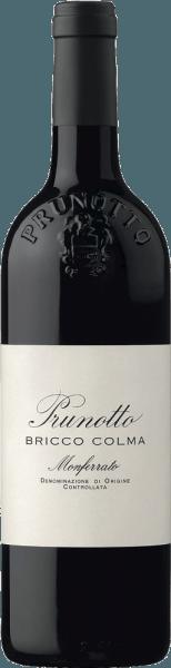 """Der Bricco Colma Monferrato Piemonte DOC von Prunotto leuchtet in sehr tiefgründigem Rubinrot mit violetten Reflexen im Glas, an der Nase beeindruckt er durch dichte Aromen von Sauerkirsche, Gewürzen und Grafitnoten im Hintergrund. Komplex, üppig, einnehmend und elegant präsentiert sich dieser außergewöhnliche Rotwein am Gaumen, kraftvoll mit runden, saftigen Tanninen und der sortentypischen Säure, die ihm eine wunderbare Frische verleiht. Das Finale ist lang, intensiv und nachhaltig. Vinifikation des Bricco Colma Monferrato Piemonte DOC von Prunotto Der gleichnamige Weinberg in der Gemeinde Calliano gibt diesem reinsortigen Cru seinen Namen. Der Bricco Colma wird aus 100% Albarossa vinifiziert, eine Rebsorte, welche in den 30ger Jahren aus einer Kreuzung von Nebbiolo und Barbera entstanden ist. Die Böden sind vor allem durch Tonmergel und Sandvenen geprägt. Die sehr gesunden und in ihren Komponenten ausgewogenen Trauben werden im Weinkeller entrappt und gepresst, anschließend findet die Mazeration auf den Schalen und alkoholische Gärung bei kontrollierter Temperatur für die Dauer von 10 Tagen statt. Die langsame malolaktische Gärung ist Ende März des Folgejahres vollständig vollzogen. Nach einem Ausbau in französischen Barriques für ein Jahr, wird der Wein in Flaschen abgefüllt und reift noch weitere 15 Monate im Flaschenlager bevor er in den Verkauf gelangt. Speiseempfehlungen für den Bricco Colma Monferrato Piemonte DOC von Prunotto Genießen Sie diesen kraftvollen Rotwein als perfekten Begleiter zu Braten, Schmorbraten, Brühfleisch wie das traditonelle """"Bollito"""", sowie mittelreifen Käsesorten. Der Bricco Colma ist jetzt schon gut trinkbar, hat aber auch noch Entwicklungspotential. Er sollte etwa 2 Stunden vor dem Servieren geöffnet werden. Auszeichnungen für den Bricco Colma Monferrato Piemonte DOC von Prunotto Gambero Rosso: 1 Glas für 2012 Bibenda: 4 Trauben für 2012 I Vini di Veronelli: 90 Punkte für 2011 und 2012 James Suckling: 95 Punkte für 2011 Duemilavini"""