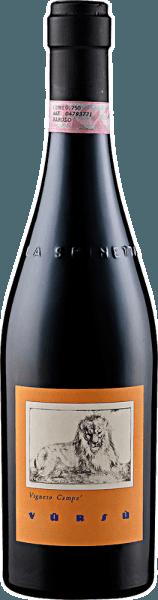 Der Barolo Campé DOCG von La Spinetta präsentiert sich im Glas in einem dunklen, fast schwarzen, Rubinrot und entfaltet seine wunderbaren Aromen von Himbeeren, Minze, Rosenblüten und einem süßlichen Hauch von Tabak. Dieser reinsortige Nebbiolo startet am Gaumen kraftvoll und vielschichtig. Dieser Rotwein ist fleischig und voller Fülle und lässt Nuancen von zartbitterer Schokolade erkennen, bevor er in einen sehr langen Abgang übergeht. Vinifikation für den Barolo Campé DOCG von La Spinetta Nach der Lese der Trauben findet die alkoholische Fermentation für 7 bis 8 Tage statt, daran schließt sich die malolaktische Fermentation in neuen Fässern aus französischer Eiche an, welche etwa 24 Monate andauert. Vor dem Abfüllen in Flaschen wird dieser Rotwein für 9 Monate in Edelstahltanks gebracht und daran schließt sich die Verfeinerung in der Flasche für weitere 12 Monate an. Vor dem Abfüllen findet keine Filtration oder Klärung statt. Speiseempfehlung für den Barolo Campé DOCG von La Spinetta Genießen Sie diesen trockenen Rotwein zu kräftigen Gerichten von Schwein und Rind, Braten, gegrilltem Fleisch oder zu kräftigen Käsesorten. Auch alleine für sich ist dieser Barolo ein wahrer Genuss. Auszeichnungen für den Barolo Campé DOCG von La Spinetta Robert Parker / The Wine Advocate: 93 Punkte (Jahrgang 2012) Vinous - Antonio Galloni: 94 Punkte (Jahrgang 2012) Gambero Rosso: 2 Gläser (Jahrgang 2012)
