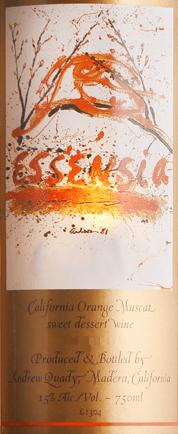 DerEssensia von Quady Winery ist ein wundervoll weißer Dessertwein aus Amerika mit einer strahlend goldenen Farbe im Glas. In der Nase und am Gaumen entfalten sich ausdrucksstarke Aromen nach reifen Aprikosen und saftigen Orangen - unterlegt von Nuancen an Orangenblüten. Der exotische Charakter ist unvergesslich frisch und fruchtig. Speiseempfehlung für den Sweet White Wine Essensia Quady Dieser süße Weißwein aus Kalifornien ist der perfekte Begleiter zu allen Desserts. Am besten harmoniert dieser Süßwein zu Schokolade oder auch zuCrème brûlée. Auszeichnungen für den Quady Winery Essensia Decanter: 91 Punkte für 2015 Wine Enthusiast: 90 Punkte für 2015 International Wine Challange: Bronze für 2015 International Wine & Spirits Competition: Gold für 2015