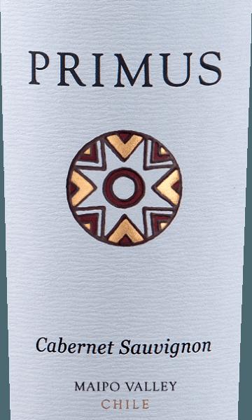 Primus Cabernet Sauvignon von Veramonteist ein reinsortiger Rotwein aus Chile, der aus der Rebsorte Cabernet Sauvignon (100%) vinifiziert wird. Im Glas zeigt sich dieser Rotwein in einem schönen Rubinrot mit purpurroten Reflexen. Das Bouquet offenbart lebhafte Aromen nach Beerenobst - angefangen von Johannisbeere, Heidelbeere und Brombeere. Dazu gesellen sich Noten nach getrockneten Schwarzkirschen und ein feiner Hauch Vanille. am Gaumen zeigt sich eine glatte und seidige Textur. Der Abgang ist wundervoll lang anhaltend und wird von feinen Tanninen begleitet. Vinifikation des PrimusCabernet Sauvignon Die Trauben für diesen Rotwein stammen aus der Region vonMaipo Valley und Central Valley und werden sorgsam von Hand gelesen. Nach der Maischegärung wird dieser chilenische Rotwein für 12 Monate in französischen Eichenfässern ausgebaut. Speisempfehlung für den Veramonte Primus Cabernet Sauvignon Genießen Sie den trockenen Rotwein aus Chile zu Rinderbraten mit Wirsing, Lammhaxe in Olivenmantel mit Bohnen oder auch zu Hartkäsesorten, wie Pecorino. Auszeichnungen für den Primus Veramonte Cabernet Sauvignon James Suckling: 92 Punkte für 2014