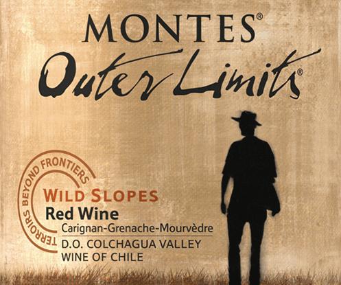 Der Montes Outer Limits CGM ist eine wundervolle Rotwein-Cuvée aus den RebsortenCarignan (50%), Grenache (30%) und Mourvèdre (20%). Die Trauben für diesen Wein wachsen im chilenischen WeinanbaugebietValle de Colchagua. Im Glas erstrahlt dieser Rotwein ein einem glänzenden Rubinrot. Das Bouquet umgibt die Nase mit Aromen von reifen Waldbeeren, saftigen Blaubeeren sowie frischen Kirschen. Hinzu gesellen sich feinste Nuancen nach Feigen und Zimt mit dezenten Holznoten im Hintergrund. Auch feine getrocknete Gewürze, wie Thymian untermalen gekonnt das fruchtige Bouquet. Den Gaumen überzeugt dieser Rotwein mit einem elegant seidigen Charakter, sanft gereiften Tanninen und mittleren Körper. Die Fruchtfülle harmoniert wundervoll mit der saftigen Säure und der feinen Würze. Dieser chilenische Weißwein schließt mit einem langen und ausgewogenen Finale mit schöner Frische ab. Vinifikation des Outer Limits CGM Ende März werden die Trauben im Valle de Colchagua für diesen chilenischen Rotwein von Hand gelesen. Die Reben wachsen in Terrassen und Steilhängen bis 55 Grad Steigung. Nach der sorgsamen Lese wird das Lesegut im Weinkeller von Montes sorgsam selektiert und nach Rebsorte getrennt vergoren. Nach abgeschlossenem Gärprozess werden 40% dieses Weines für 12 Monate in Barriques aus französischer Eiche ausgebaut (100% neues Holz). Die anderen 60% ruhen weiter in Edelstahltanks. Nach dem Ausbau werden die Rebsorten zur finalen Blend vermählt und auf die Flasche gefüllt. Dieser Rotwein ruht noch etwas weiter auf der Flasche, bevor dieser den Weinkeller verlässt. Speiseempfehlung für den CGM von Montes Outer Limits Dieser trockene Rotwein aus Chile harmoniert ausgezeichnet zu allen Gerichten mit Lamm- oder Rindfleisch. Auch empfehlenswert ist dieser Rotwein zu gereiftem Käse, Ente oder Spanferkel. Auszeichnungen für den Montes Outer Limits CGM Robert M. Parker - Wine Advocate: 92 Punkte für 2016