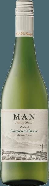 Dieser reinsortige Sauvignon Blanc präsentiert sich mit einer außerordentlichen tropischen Fruchtigkeit. Der Sauvignon Blanc von MAN Vintners ist absolut erfrischend und kann mit einem ausgewogenen Säurespiel überzeugen.Ein idealer Begleiter zu Sushi, Salaten oder Meeresfrüchten