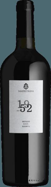 1952 wurde das Weingut gegründet - daher hat der Since 1952 Brindisi Riserva von Cantina Sampietrana seinen Namen. Mit viel Beerenfrucht und mit einer wundervollen Balance zwischen Säure und dezenter Restsüße verzaubert dieser Rotwein die Sinne. Genießen auch Sie jetzt diesen italienischen Rotwein in unserem 3er Vorteilspaket. Mehr über diesen Rotwein aus Italien erfahren Sie bei dem Einzelartikel des Cantina Sampietrana Since 1952.