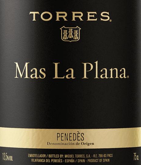 DerMas La Plana Cabernet Sauvignon von Miguel Torres leuchtet im Glas in einem dichten Rubinrot mit purpurnen Glanzlichtern. Das vielschichtige Bouquet wird von den rebsortentypischen Noten getragen - angefangen von Trüffel über Beerenkonfitüre, bis hin zu saftigen Schwarzkirschen. Durch die Holzreife gesellen sich zu den Aromen der Nase noch Anklänge nach getoastetem Brot, Vanille und etwas Kaffee hinzu. Der Gaumen erfreut sich an einen fleischigen, geschmeidigen und vollmundigen Charakter. Die dichte Tanninstruktur ist sehr präsent und harmonisch in die würzig-süßen Aromen (dunkle Beeren, Zartbitterschokolade und Lakritz) eingebunden. Der Körper überzeugt mit Kraft, Konzentration und Eleganz. Der lange Nachhall wird getragen von Aromen nach Schokolade und frisch gemahlenen Kaffee. Vinifikation des Mas La Plana von Miguel Torres Dieser Miguel Torres Wein wird aus Cabernet Sauvignon Trauben (100%) der Einzellage Mas La Plana vinifiziert. Die im September gelesenen Trauben werden nach der Entrappung sanft gequetscht und eingemaischt. Im Edelstahltank wird der Most bei 28-29°C vergoren. Danach erfolgt die rund vierwöchige Gesamtmaischezeit. Der Rotwein wird in Fässern aus französischer Eiche für 18 Monate ausgebaut. Speiseempfehlung für den Miguel Torres Mas La Plana Genießen Sie diesen trockenen Rotwein aus Spanien zu zarten Lammkarree mit Bohnen im Speckmantel, Rinderfiletspitzen mit cremiger Sauce oder auch zu Ochsenbrust und Kalbsbraten. Auszeichnungen für den Torres Mas La Plana Decanter: Platin für 2012 Wine Spectator: 93 Punkte für 2012 International Wine Challenge: Goldmedaille für 2012