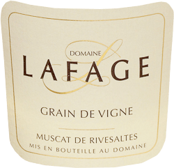 The Grain de Vigne Muscat de Rivesaltes from Domaine Lafage in the French wine-growing region of Roussillon is a fresh, lively and balanced dessert wine. This sweet cuvée is made from the Muscat Petit Grains and Muscat d'Alexandrie grapes. This wine comes into the glass with a light golden colour and golden highlights. The bouquet reveals an extraordinary opulence of ripe, juicy pears, quinces, lychees, dark pine honey and rose water. On the palate, this French dessert wine is wonderfully soft, velvety, expansive and yet fresh and lively. Despite its opulent sweetness, the vital acidity gives this wine a beautiful elegance and makes it resonate for a long time. Vinification of the Domaine Lafage Grain de Vigne Muscat de Rivesaltes This Grain de Vigne Muscat de Rivesaltes has its origins in the terraced vineyards of Lafage, which were built at an altitude of 400 metres. Here the vines, which are on average 40 years old, are rooted in clayey limestone soils. After careful manual harvesting, the grapes are pressed and then macerated for 24 hours. Only selected yeasts are used. This wine is vinified under constant cooling. In addition, this sweet white wine is bottled early to avoid oxidation. Food recommendation for the Rivesaltes Domaine Lafage Enjoy this sweet dessert wine from France with fruit salad, foie gras, noble mould cheese or just for fun. Awards for the Grain de Vigne Muscat de Rivesaltes from Lafage Robert M. Parker - The Wine Advocate: 91 Points for 2016