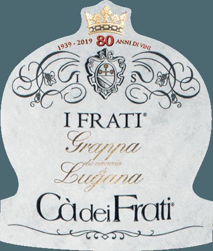 Der I Frati Grappa di Lugana von Cà dei Frati atmet den Geist, die Essenz, die Frucht des grandiosen I Frati Lugana. Trocken, wie es die Tradition vorschreibt, duftend und mit einem angenehmen Finale von Süßholz und Honig, begeistert der I Frati Grappa di Lugana mit Weichheit, Eleganz und vor allem Würzigkeit und sortentypischen Aromen. Destillation des I Frati Grappa di Lugana Dieser klare, helle Grappa entsteht durch langsame Destillation bei niedriger Temperatur durch kupferne Alambik. Nach der Destillation reift dieser Grappa für 24 Monate in Edelstahltanks. Speiseempfehlung zumI Frati Grappa di Lugana Genießen Sie diesen hellen Grappa von Ca dei Frati zu Desserts mit zarten Cremes, Blätterteiggebäck und Trockenobst.