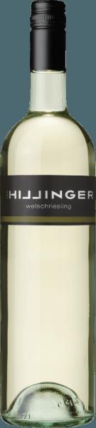 Das schöne österreichische Weinanbaugebiet Burgenland ist die Heimat des rebsortenreinen, lebendigen Welschriesling von Leo Hillinger. Im Glas leuchtet dieser Biowein in einem hellen Strohgelb mit dezent grünlichen Glanzlichtern. Das Bouquet umspielt die Nase mit Aromen nach tropischen Früchten, roten Äpfeln und dezent blumige Nuancen. Auch am Gaumen spiegeln sich die Noten der Nase wider. Dieser österreichische Weißwein überzeugt mit der gut integrierten Säure und dem runden Körper mit gutem Schmelz. Der mittlere Nachhall mit aromatischer Frische rundet diesen Weißwein perfekt ab. Speiseempfehlung für den Leo Hillinger Welschriesling Genießen Sie diesen trockenen Weißwein aus Österreich gut gekühlt als einladenden Aperitif. Oder reichen Sie diesen Wein zu leichten Fischgerichten mit Salzkartoffeln.