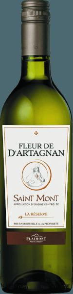 Der Fleur de d'Artagnan La Réserve Blanc von Plaimont glänzt im Glas in einem hellen Gelb mit grünlichem Schimmer. Dieser Réserve-Weißwein aus der AOC Saint Mont entfaltet ein wunderbar aromatisches Bouquet, das mit Aromen von Maracuja, Grapefruit und Ananas verführt. Begleitet werden diese Noten von einer mineralischen Nuance und grasigen Anklängen. Am Gaumen überzeugt der Fleur de d'Artagnan Saint Mont La Réserve mit einem feinen Wechselspiel von Quitte, Ananas und frisch-herber Zitrusfrucht. Saftig und mit lebhafter Säure endet diese Cuvée in einem frischen und langen Nachhall. Vinifikation des Fleur de d'Artagnan La Réserve Blanc Diese Cuvée aus der geschützten Weinbauregion Saint Mont wird aus den Rebsorten Gros Manseng und Petit Courbu vinifiziert. Die verwendeten Trauben stammen aus der Appellation Saint-Mont in der Gascogne und wurzeln auf sandigen Böden mit Kalk und Lehm. Nach der Handlese werden sie entrappt und teilweise kalt eingemaischt. Der Vorlauf wird aufgefangen und mit den restlichen Trauben gepresst, der Most geklärt und anschließend im Edelstahltank vergoren. Nach der Gärung wird der Fleur de d'Artagnan La Réserve Blanc auf der Feinhefe ausgebaut, die regelmäßig aufgerührt wurde um dem Wein noch mehr Fülle zu verleihen. Die Weinserie Fleur de d'Artagnan der Kellerei Plaimont umfasst Weine von außerordentlicher Frische, Klarheit und Fruchtigkeit mit einem ehrlichen Rebsortencharakter. Dabei setzt man vor allem auf regionale Rebsorten. Die temperamentvollen Weine sollen dem berühmten Musketier d'Artagnan, dessen Bildnis das Etikett ziert, ein beeindruckendes Denkmal setzen. Speiseempfehlung zum Fleur de d'Artagnan La Réserve Saint Mont Genießen Sie diesen trockenen Weißwein aus der Gascogne zu gegrilltem oder gebackenem Fisch und Geflügel, Wiener Schnitzel, Risotto mit Meeresfrüchten oder Pasta.