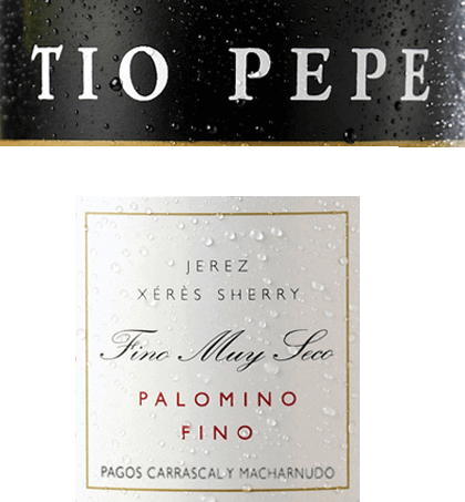 """Der sortenreineTio Pepe Palomino Fino von Gonzalez Byass ist ein sehr eleganter, feinmineralischer Sherry aus dem spanischen Weinanbaugebiet DO Jerez. Als Manuel Martia Gonzáles seine erste Bodega 1835 übernahm, stand ihm sein Onkel José als erfahrener Sherry-Kenner zur Seite. Onkel José - also Tio Pepe - gab Manuel so manchen Rat zur Herstellung eleganter Finos. Ihm zu Ehren wurde der heute weltberühmte Sherry """"Tio Pepe"""" getauft. Im Glas schimmert dieser Wein in einem hellen Goldton mit strohgelben Glanzlichtern. Das feine Bouquet offenbart wundervolle Aromen nach saftigen Äpfeln, frischen Mandeln und eingelegten Oliven. Dazu kommen noch Nuancen nach frisch gebackenem Brot und getrockneten Kräutern insbesondere Liebstöckel. Am Gaumen überzeugt dieser Sherry mit einem lebendigen, sehr frischen Körper, der von einer rassigen Säure eingebunden wird. Wieder kommen Aromen nach Mandeln, Oliven und etwas Apfel zum Vorschein - untermalt von einer Brise Meersalz. Die Textur ist wunderbar leicht und vollmundig, die dann in ein langes, elegantes Finale übergleitet. Vinifikation desTio Pepe Gonzalez Byass Palomino Fino Nach der sorgsamen Lese der Palomino Fino Trauben, wird das Lesegut im Weinkeller von Gonzalez Byass vollständig entrappt und sanft gemahlen. Bei niedrigen Temperaturen wird dieser Sherry vergoren und anschließend auf ein 15 bis 15,5 Volumenprozent aufgespritet und in Eichenholzfässer (600 bis 650 Liter) gelegt. Abschließend reift diesersortenreine Palomino Fino für 5 Jahre nach der klassischen Methode des Weingutes in dem bewährten Solerasystem. Speiseempfehlung für den Palomino Fino Tio Pepe Byass Genießen Sie diesen trockenen Sherry zu allerlei Snacks - wie gesalzene Mandeln, Oliven-Variationen oder auch zu Nüssen - oder auch zu Gerichten der asiatischen Küche. Gut gekühlt kann dieser Sherry auch als Aperitif gereicht werden. Auszeichnung für denGonzalez ByassPalomino Fino Tio Pepe Guia Penin : 94 Punkte (Edition 2019)"""