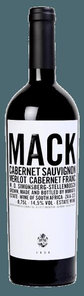 Die Edition Mack von Muratie Estate zeigt sich in einem dunklen Rot im Glas und entfaltet zunächst die würzigen Nuancen von schwarzem Pfeffer und Tabak. Mit der Zeit entwickeln sich die konzentrierten Aromen von Brombeeren und zarter grüner Paprika. Diese Rotweincuvée aus Cabernet Sauvignon (80%), Merlot (17%) und Cabernet Franc (3%) begeistert am Gaumen mit einer Stilistik, welche für Weine aus dem Bordeaux typisch ist. Dieser Wein verfügt über einen schweren Körper und zugleich Finesse, dunkle Beerenfrüchte und würzige Anklänge bestimmen das Finale dieses südafrikanischen Rotweines. Speiseempfehlung für die Muratie Edition Mack Genießen Sie diesen trockenen Rotwein zu gebratenem Fleisch, Wild oder zu würzigem Käse.