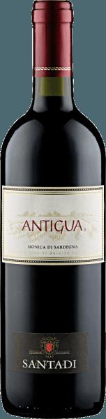 Der Antigua DOC von Cantina di Santadi zeigt sich im Glas in einem wunderbaren Rubinrot mit lila Schattierungen. Dabei entfaltet sich sein herrliches Bouquet mit den Aromen von Heidelbeeren und Brombeeren, welche abgerundet werden durch einen Hauch Minze. Dieser vielschichtige Rotwein aus Sardinien ist am Gaumen weich und mit einer samtigen Fülle präsent. Vinifikation für den Antigua DOC von Cantina di Santadi Diese Cuvée setzt sich aus den Rebsorten Monica und Carignano zusammen. Die Rebstöcke für den Antigua wurzeln auf Böden, welche hauptsächlich lehmig, sandig und kalkhaltig sind. Das Klima in Sardinien trocken und warm im Sommer, in den Wintern gemäßigt. Nach der Lese gärt der Most auf den Schalen und wird regelmäßig aufgegossen, anschließend wird er in Zementbecken ausgebaut, in denen es zur malolaktischen Gärung kommt. Speiseempfehlung für den Antigua DOC von Cantina di Santadi Genießen Sie diesen trockenen Rotwein zu Vorspeisen und Pasta, kräftigen Gerichten von Schwein und Rind, gegrilltem Fleisch und Hartkäse. Auszeichnungen für den Antigua DOC von Cantina di Santadi Gambero Rosso: 1 Glas (Jahrgänge 2013, 2012, 2011)