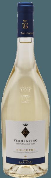 Der Vermentino aus Bolgheri vom Antinori-Weingut Tenuta Guado al Tasso präsentiert sich mit einer leuchtend strohgelben Farbe und grünlichen Reflexen im Glas.An der Nase intensive und knackige Aromen, die an Ztrusfrucht, kandiertes Obst und Passionsfrucht erinnern. Am Gaumen ist der Vermentino von Guado al Tasso trocken, feine, gefällige Säure und Mineralität verleihen Frische, Ausgewogenheit und Geschmacksfülle, der Abgang ist lang und nachhaltig. Vinifikation des Guado al Tasso Vermentino Bolgheri Der Vermentino von Guado al Tasso wurde sortenrein aus der autochtonen gleichnamigen Rebsorte erzeugt, die Trauben werden je nach Reifung aus den verschiedenen Parzellen im Morgengrauen gelesen und umgehend in die Kellerei gebracht, sanft entrappt und gepresst. Der Most wird in Edelstahltank bei kontrollierter Temperatur vergoren, der Wein wird bis zur Abfüllung auf der Feinhefe belassen. Die Abfüllung findet im Januar nach der Weinlese statt. Speiseempfehlung zum Vermentino Bolgheri DOC von Guado al Tasso Dieser Vermentino von der Mittelmeer-Küste der Toskana ist ein herrlicher Begleiter zu Pasta mit Meeresfrüchten.