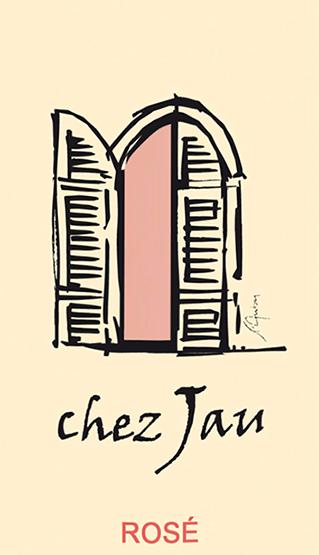 DerChez Jau Rosévon Château de Jau aus Südfrankreich wird ausschließlich aus der Rebsorte Syrah vinifiziert. Im Glas leuchtet dieser Wein in einem zarten Roséton mit glitzernden Highlights. Die Nase wird von fruchtigen Aromen nach saftigen Beerenfrüchten - angefangen von Himbeeren über Brombeeren bis hinzu dezenten Nuancen nach Blaubeeren - und reifen Kirschen verwöhnt. Am Gaumen ist dieser französische Rosé wundervoll ausgewogen und besitzt eine tolle Balance zwischen Frucht, Säure und filigraner Süße. Speiseempfehlung für denChez Jau Rosé Genießen Sie diesen trockenen Roséwein aus Frankreich gut gekühlt als Aperitif oder auch zu kalten Vorspeisen mit Meeresfrüchten.
