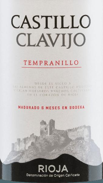 Dieser spanische Rotwein ist ein reinsortiger Wein aus der Traube Trempranillo. Die brillant rote Farbe des Castillo de Clavijo Tempranillo Tinto RiojaDOCa von Criadores de Rioja erinnert an einen funkelnden Rubin. In der Nase werden Aromen wilder Brombeeren von dezenten Vanille- und Holznoten des Barriqueausbaus ergänzt. Am Gaumen wirkt dieser Rotwein weich und saftig-frisch, mit gut integrierten holzigen Nuancen, jeder Menge fruchtigen Eindrücken sowie würzigen und balsamischen Noten. Dieser Rotwein steht für die schöne Balance zwischen dominanter Frucht und kurzer Barriquelagerung. Vinifikation des Castillo de Clavijo Tempranillo Das hand-geerntete Lesegut des Weingutes Criadores de Rioja wird entrappt, gemahlen, eingemaischt und die daraus entstandene Maische temperaturkontrolliert im Edelstahltank vergoren. Der vergorene Wein reift schließlich für 6 Monate in französischen und amerikanischen Eichenfässern bevor er auf die Flasche gefüllt wird. Speiseempfehlung für denCriadores de RiojaCastillo de Clavijo Tempranillo Genießen Sie diesen Rotwein aus Rioja zu frischen Sommersalaten, Suppen, Tapas, gefülltem Gemüse, Pasta mit Fleischsaucen, Pizza, kräftigen Fleischgerichten oder milden Hartkäsesorten.