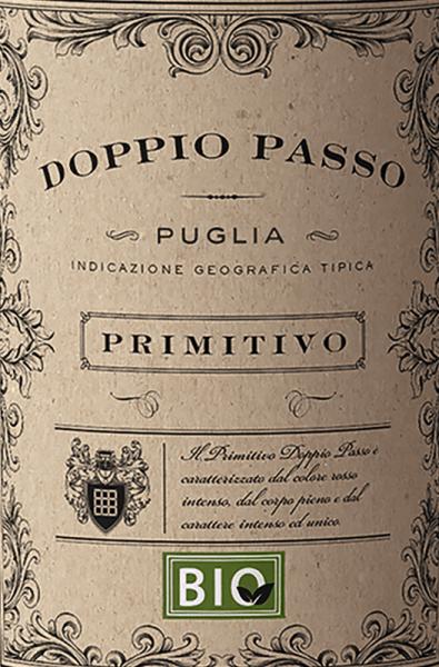 In ein Rotweinglas eingegossen, offenbart dieser Rotwein aus der Alten Welt herrlich duftig Aromen nach Schwarzkirsche, Schattenmorelle, Maulbeere und Heidelbeere, abgerundet von Zimt, getoastetes Barrique und Vanille. Der CVCB Doppio Passo Bio Primitivo Puglia offenbart uns auf der Zunge einen unglaublich fruchtbetonten Geschmack, was natürlich auch auf sein restsüßes Geschmacksprofil zurückzuführen ist. Auf der Zunge zeichnet sich dieser ausgeglichene Doppio Passo durch eine ungemein dichte und samtige Textur aus. Durch die moderate Fruchtsäure schmeichelt der Doppio Passo Bio Primitivo Puglia mit weichem Mundgefühl, ohne es dabei an saftiger Lebendigkeit missen zu lassen. Im Abgang begeistert dieser jugendliche Doppio Passo aus der Weinbauregion Apulien schließlich mit beachtlicher Länge. Es zeigen sich erneut Anklänge an Schwarzkirsche und Brombeere. Vinifikation des Doppio Passo Bio Primitivo Puglia von CVCB Der balancierte Doppio Passo Bio Primitivo Puglia aus Italien ist ein reinsortiger Wein, biologisch gekeltert aus der Rebsorte Primitivo. Die Trauben für diesen Rotwein aus Italien werden, wenn sie perfekt ausgereift sind, ausschließlich von Hand gelesen. Nach der Lese gelangen die Trauben auf schnellstem Wege in die Kellerei. Hier werden sie sortiert und behutsam gemahlen. Es folgt die Gärung im Edelstahltank bei kontrollierten Temperaturen. Nach dem Abschluss der Gärung kann sich der Doppio Passo Bio Primitivo Puglia für einige Monate auf der Feinhefe weiter harmonisieren.. Speiseempfehlung für den Doppio Passo Bio Primitivo Puglia von CVCB Trinken Sie diesen Bio-Rotwein aus Italien idealerweise temperiert bei 15 - 18°C als Begleiter zu Gemüsetopf mit Pesto, Kürbis-Auflauf oder Entenbrust mit Zuckerschoten.
