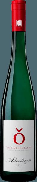 Der Altenberg Riesling von Von Othegraven umschmeichelt die Nase mit mineralischen und floralen Aromen. Im Hintergrund sind eine kräuterige Nuancen und gelbfruchtige Anklänge wahrzunehmen. Am Gaumen ist dieser Riesling feinsaftig und verführt mit einer feinen Säure und zarten nussigen und floralen Nuancen. Ein Hauch Kandis und Karamell runden das Geschmackserlebnis ab. Speiseempfehlung für den Von Othegraven Altenberg Riesling Genießen Sie diesen trockenen Weißwein zu Fischsuppen, Schweinebraten oder zu Gemüse.