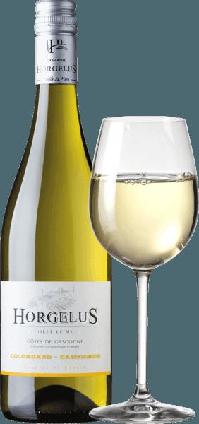 Der Domaine Horgelus Blanc Côtes de Gascogne IGP von Domaine Horgelus besticht durch seine brilliante hellgelbe Farbe, seinem sortentypischen frischen und intensiven Bukett in dem Zitrusaromen, tropische Früchte und blumige Noten überwiegen. Eine sehr gelungene und geschmackvolle Cuvée, die sich am Gaumen fruchtig und elegant mit einer lebhaften Säurestruktur zeigt und einem leicht mineralischen Nachhall. Anbau und Vinifikation des Horgelus Blanc Weins An den sonnigen Hängen der Gascogne, im Herzen des Südwestens Frankreichs, wachsen die Reben für die Weine des Weinguts Domaine Horgelus der Familie Le Menn. Mit Yoan ist es bereits die fünfte Generation, die Weine erzeugt, jedes Jahr entstehen neue Weine, neue Cuvées, die den Geist der Domaine fortführen: gefällige Weine, unkompliziert und leicht zugänglich für viele Menschen und für jeden Anlass. Der Weißwein von Domaine Horgelus wird aus 75% Colombard und 25% Sauvignon gekeltert, die in den Weinbergen der 66 Hektar umfassenden Domaine wachsen. Das Geheimnis der Weine von Yoan Le Menn liegt darin, die fruchtigen Aromen und die Frische seiner Weine zu erhalten. Aus diesem Grund findet die Weinlese beginnend um 3 Uhr in der Früh bis in den frühen Vormittag statt, um die Kühle der Morgenstunden optimal zu nutzen. Die alkoholische Gärung bei kontrollierten Temperaturen erfolgt unmittelbar nach der sanften Pressung in Edelstahltanks. So überraschen die abgefüllten Weine wie der Horgelus Blanc durch ihre reichen Buketts und fruchtigen Geschmack. Auszeichnungen und Prämierungen des Horgelus Blanc ConcoursGénéral Agricole 2018 - Gold Foodpairing / Speiseempfehlung für den Horgelus BlancColombard Sauvignon Dieser frische, fein duftende Horgelus Weißwein aus der Gascogne ist ein Wein für Jeden und für viele Gelegenheiten. Der unkomplizierte Franzose passt hervorragend zu Geflügel, hellem Fleisch, gedünstetem Fisch und Meeresfrüchten, gemischtem Salat mit Vinaigrette.