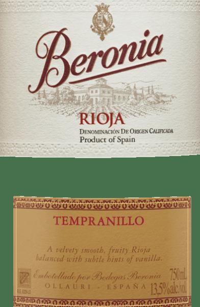 """DerTempranillo Joven von Beronia ist ein kräftiger, sortenreiner Rotwein aus dem berühmten spanischen Anbaugebiet Rioja. Mit einem dunklen Kirschrot und rubinroten Reflexen schimmert dieser Wein im Glas. Das intensive Bouquet offenbart Noten nach dunklen Beeren (besonders Brombeere) und Noten nach Lakritz. Die Aromen der Nase werden, dank des Holzausbaus, von Nuancen nach Kokos und Vanille untermalt. Dieser spanische Rotwein überzeugt am Gaumen mit seinem saftigen, kraftvollen Charakter und guten Struktur. Der Holzausbau ist perfekt eingebunden und harmoniert wundervoll mit der beerigen Fruchtfülle. Das lange Finale wird von einem kirschigen Hauch sowie Kakao begleitet. Vinifikation des Beronia Joven Tempranillo Sorgsam von Hand werden die Tempranillo-Trauben für diesen Rotwein Mitte Oktober gelesen. Im Weinkeller wird das Lesegut sorgfältig selektiert und für einige Tage kalt eingemaischt. Dadurch werden bereits erste Farbpigmente und Tannine aus den Beerenhäuten extrahiert. Die temperaturkontrollierte Gärung bei 26 Grad Celsius findet im Edelstahltank statt. Dabei wird wiederholt das Hefelager aufgerüht (Bâtonnage). Dies verleiht diesem Wein seine wunderbare Komplexität und Aromenfülle. Der Gärprozess ist nach 14 Tagen abgeschlossen. Extra für das Weingut Beronia wurden die """"gemischten"""" Fässer angefertigt. Dabei handelt es sich um Fässer, die sowohl aus französischer als auch amerikanischer Eiche bestehen. In diesen Fässern wird dieser spanische Rotwein für insgesamt 8 Monate ausgebaut, bevor die Flaschenabfüllung folgt. Abschließend ruht dieser Rotwein noch für 6 Monate im kellereigenen Flaschenlager. Speiseempfehlung für den Rioja Tempranillo Joven von Beronia Dieser trockene Rotwein aus Spanien ist der perfekte Speisebegleiter zu gegrilltem Fleisch und Geflügel, mediterranen Gemüseaufläufen und Nudelgerichten, und auch zu spanischen Wurstspezialitäten."""