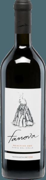 In der Gemeinde DOC Gioia del Colle im italienischen Weinanbaugebiet Apulien wachsen die Trauben für den rebsortenreinen, vollmundigen Fanova Primitivo von Terrecarsiche1939. Im Glas schimmert dieser Wein in einem satten Rubinrot mit tiefdunklen Glanzlichtern. Das ausdrucksvolle Bouquet wartet mit facettenreichen Aromen nach saftigen Kirschen, und vielen roten Beeren (Himbeere, rote Johannisbeere und Walderdbeere auf). Auch am Gaumen spiegeln sich die Aromen der Nase wider und werden von einer feinen Würze begleitet. Der Körper dieses italienischen Rotweins ist herrlich vollmundig und harmonisch. Der Nachhall ist lange präsent. Speiseempfehlung für denTerrecarsiche1939FanovaPrimitivo Genießen Sie diesen trockenen Rotwein gern in einem großen Rotweinglas einfach nur Solo. Aber auch zu Rinderfilet auf Kartoffelstampf oder ausgewählten Wurst- und Käsespezialitäten passt dieser Wein hervorragend.