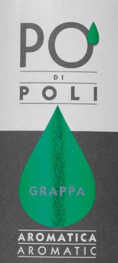 Der Po' di Poli Aromatica von Jacopo Poli ist ein vollmundiger, aromatischer Grappa, der aus dem Trester der Traminer-Traube destilliert wird. Im Glas präsentiert sich dieser italienische Tresterbrand in einer klaren, transparenten Farbe. Das intensive Bouquet offenbart Aromen nach süßen Rosinen, dezente Anklänge nach Pfeffer und feine balsamische Kräuternuancen. Am Gaumen ist dieser Grappa wunderbar vollmundig mit einer straffen Struktur. Das Finale wartet mit einer wundervollen Aromatik und Länge auf. Destillation des Jacopo Poli Po' di Poli Aromatica Der noch frische Trester der Traminer-Traube wird traditionell in alten Kupferbrennkesseln destilliert. Nach dem Brennvorgang hat dieser Grappa noch 75 Vol%. Durch die Zugabe von destilliertem Wasser erreicht dieser Tresterbrand einen Alkoholgehalt von 40 Vol%. Danach ruht dieser Grappa für insgesamt 6 Monate in Edelstahltanks, um abschließend sanft filtriert auf die Flasche gefüllt zu werden. Servierempfehlung für denPo' di Poli Aromatica Jacopo Poli Grappa Bei einer Temperatur von 10 bis 15 Grad offenbaren sich am besten die vielfältigen Aromen. Zu einem Abschluss eines köstlichen Menus passt dieser Grappa hervorragend.