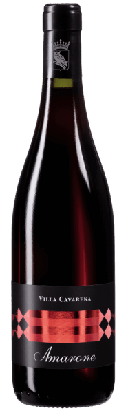 Der Amarone Villa Cavarena von Allegrini zeigt sich im Glas in einem intensiv rubinroten Kleid und bietet ein vielfältiges Bouquet an Kirschen, Pflaume, roten Beeren, Kakao und Vanille. Der Rotwein zeigt sich am Gaumen sehr konzentriert und beständig, bleibt dabei jedoch weich und überzeugt mit herrlich samtigen Tanninen. Serviervorschlag / Foodpairing Der Amarone von Allegrini kann schlicht als Meditationswein getrunken werden, passt aber auch ideal zu anspruchsvollen Schmorbraten oder langgereiften Käse.