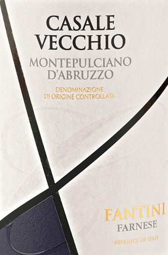 Die erste Nase des Casale Vecchio Montepulciano d'Abruzzo schmeichelt mit von Heidelbeeren, Zwetschgen und Schwarze Johannisbeeren. Den fruchtigen Anklängen des Bouquets gesellen sich Noten des Fass-Ausbaus wie noch mehr fruchtig-balsamische Nuancen hinzu. Dieser italienische Wein begeistert durch sein elegant trockenes Geschmacksbild. Er wurde mit 6,2 Gramm Restzucker auf die Flasche gebracht. Hier handelt es sich um einen echten Qualitätswein, der sich klar von einfacheren Qualitäten abhebt und so verzückt dieser Italiener natürlich bei aller Trockenheit mit feinster Balance. Exzellenter Geschmack benötigt eben nicht zwangsläufig viel Zucker. Am Gaumen präsentiert sich die Textur dieses ausgeglichenen Rotwein wunderbar dicht. Durch die moderate Fruchtsäure schmeichelt der Casale Vecchio Montepulciano d'Abruzzo mit samtigem Mundgefühl, ohne es gleichzeitig an Frische missen zu lassen. Im Abgang begeistert dieser jugendliche aus der Weinbauregion Abruzzen schließlich mit guter Länge. Es zeigen sich erneut Anklänge an Maulbeere und Dörrobst. Vinifikation des Farnese Vini Casale Vecchio Montepulciano d'Abruzzo Der balancierte Casale Vecchio Montepulciano d'Abruzzo aus Italien ist ein reinsortiger Wein, vinifiziert aus der Rebsorte Montepulciano. Nach der Weinlese gelangen die Trauben umgehend in die Kellerei. Hier werden sie sortiert und behutsam gemahlen. Anschließend erfolgt die Gärung im kleinen Holz bei kontrollierten Temperaturen. Der Gärung schließt sich eine Reifung über 6 Monate in Barrique aus amerikanischer an. Speiseempfehlung zum Farnese Vini Casale Vecchio Montepulciano d'Abruzzo Erleben Sie diesen Rotwein aus Italien am besten temperiert bei 15 - 18°C als Begleiter zu Kartoffel-Pfanne mit Lachs, Gänsebrust mit Ingwer-Rotkohl und Majoran oder Lauchsuppe.