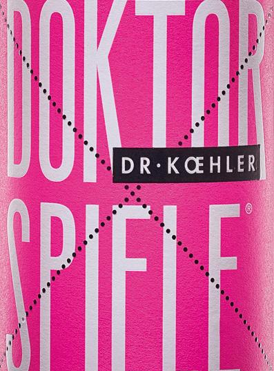 Der Doktorspiele Rosé von Dr. Koehler erstrahlt in einem schimmernden Roséton. Die Cuvée setzt sich aus den vier RebsortenCabernet Sauvignon, Frühburgunder, Merlot und Spätburgunder zusammen. In der Nase zeigt sich der Wein aus Rheinhessen mit einem klaren Bukett von Granatapfel mit feinen Nuancen roter Beeren. Der Gaumen des Doktorspiele Rosé von Dr. Koehler verwöhnt mit Aromen saftiger Kirschen, reifer Himbeeren und einer dezenten Fruchtsüße. Der gewonnene Eindruck der Nase wiederholt sich durch feine Anklänge auch am Gaumen. Der Körper überzeugt mit Kraft und filigraner Struktur. Ein Wein mit vitaler Frische und einem Abgang, der von süßlichen roten Früchten getragen wird. Speiseempfehlung für den Doktorspiele Rosé Genießen Sie diesen traumhaft süffigen Roséwein aus Rheinhessen einfach so, zu gegrillten Meeresfrüchten oder zu mediterranem Gemüse.