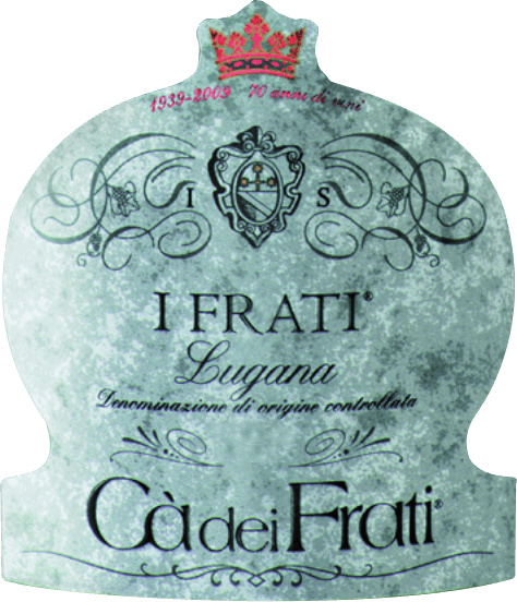 The I Frati Lugana DOC from Cà dei Frati is the pride and joy of the estate and is made from the local Turbiana (Trebbiano) grape variety. In the glass this wine shines in a clear straw yellow with golden highlights. The bouquet is wonderfully multi-faceted - at a young age the nose is pampered with fine notes of white flowers, juicy apricots and almonds. If time is given to this Italian white wine, mineral and spicy nuances as well as caramelised aromas are added. On the palate this wine is wonderfully full-bodied with a vital and exuberant acidity. The spicy essence is perfectly integrated into the straight, mineral and elegant body. This white wine convinces with its rich finesse, complex personality and its expressive variety of aromas. Vinification of Cà dei Frati Lugana After careful harvesting, the grapes are immediately brought to the Cà dei Frati winery. The must is fermented in stainless steel tanks and left on the fine yeast for at least 6 months (sur Lie ageing). Finally this wine matures for further 2 months on the bottle. Food recommendation for the Lugana Cà dei Frati Enjoy this dry white wine from Italy with lukewarm starters or grilled fish with parsley potatoes.
