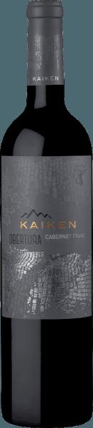 DerObertura von Viña Kaiken ist ein vielschichtiger, komplexer Rotwein aus dem argentinischen Weinanbaugebiet Mendoza, der ausschließlich aus der Rebsorte Cabernet Franc vinifiziert wird. Im Glas leuchtet dieser Wein in einem tiefen Rubinrot mit hell kirschroten Glanzlichtern. Das Bouquet wird getragen von intensiven Aromen nach reifen roten Johannisbeeren, frischen Zwetschgen und frisch gemahlenen Pfeffer - untermal wird die fruchtige Aromatik von würzigen Noten. Am Gaumen ist dieser argentinische Rotwein konzentriert mit sehr guter Struktur und einer herrlichen Balance von Frische, Fruchtfülle und Säure. Durch die felsigen Böden im Weinberg gewinnt dieser Wein noch einen feinen mineralischen Auch. Das lange, elegante Finale wird von roten Früchten und Würze begleitet. Vinifikation des Obertura Cabernet Franc von Kaiken In 10kg Kisten werden die Cabernet Franc Trauben von Hand gelesen. Im Weingut angekommen wird das Lesegut streng selektiert und für den Gärprozess vorbereitet. Zunächst werden die Trauben für 5 bis 7 Tage bei 5 Grad Celsius mazeriert. Anschließend wird die Maische in Edelstahltanks vergoren. Für die intensive Farbe und die ausdrucksstarken Aromen mit der feinen Würze wird dieser Rotwein für 12 Monate in Fässern aus französischer Eiche (Drittbelegung) ausgebaut. Speiseempfehlung für den Kaiken Obertura Genießen Sie diesen trockenen Rotwein aus Argentinien zu Schmorbraten mit herzhaften Beilagen und dunkler Sauce, würzige Gulascheintöpfe oder auch zu Wurst- und Käsespezialitäten. Auszeichnungen für den Cabernet Franc Kaiken Obertura Stephen Tanzer: 91 Punkte für 2015 James Suckling: 94 Punkte für 2015 Tim Atkin: 93 Punkte für 2014 Descorchados: 94 Punkte für 2014