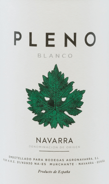 The Pleno Viura Chardonnay Blanco from Agronavarra is a light, youthful and refreshing cuvée with a tropical bouquet and a full taste. This Spanish white wine from Navarre skilfully combines the classic Chardonnay (60%) with the Spanish white wine grape Viura (40%). A wonderfully uncomplicated drinking pleasure. The Pleno Viura Chardonnay Blanco from Bodegas Agronavarra has a straw yellow colour in the glass. The attractive and wonderfully tropical bouquet is reminiscent of banana, citrus fruit and some papaya, rounded off with notes of green apple and peach. The soft and full taste shines with refreshing fruit acidity, fine minerality and once again tropical fruit. Also in the finish it presents itself fruity fresh. Simply a young, refreshing white wine with lots of charm! Vinification of the Pleno Viura Chardonnay Blanco The grapes are harvested mechanically and manually and are ground and subjected to temperature-controlled fermentation in stainless steel tanks. This Spanish wine is then refined in the tank for a few months and finally bottled. Food recommendation for the Pleno Blanco A tasty summer wine for every day, which also accompanies fresh salads, soups, pies, tapas, fried vegetables, mushrooms, shellfish, vegetarian pizza, fish dishes (smoked, fried) and mild cheeses.