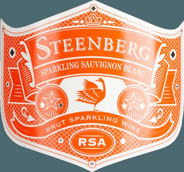 Mit dem Steenberg Sparkling Sauvignon Blanc kommt ein erstklassiger Schaumwein ins Glas. Hierin offeriert er eine wunderbar brillante, hellgelbe Farbe. In der Mitte geht der Ton über in eine lebendige Farbe. Der Nase präsentiert dieser Steenberg Schaumwein allerlei Zitronengras, Guaven, Papayas, Ananas und Gallia-Melone. Der Sparkling Sauvignon Blanc von Steenberg ist ideal für alle Sektfreunde, die möglichst wenig Süße mögen. Dabei zeigt er sich aber nie karg oder spröde, sondern rund und geschmeidig. Leichtfüßig und facettenreich präsentiert sich dieser balancierte Schaumwein am Gaumen. Durch seine lebendige Fruchtsäure zeigt sich der Sparkling Sauvignon Blanc am Gaumen traumhaft frisch und lebendig. Vinifikation des Sparkling Sauvignon Blanc von Steenberg Dieser Schaumwein legt den Fokus klar auf eine Rebsorte, und zwar auf Sauvignon Blanc. Für diesen außergewöhnlich eleganten sortenreinen Schaumwein von Steenberg wurde nur bestes Lesegut eingebracht. Nach der Lese gelangen die Weintrauben auf schnellstem Wege ins Presshaus. Hier werden sie sortiert und behutsam aufgebrochen. Anschließend erfolgt die Gärung bei kontrollierten Temperaturen. Nach der Selektion der Grundweine erfolgt die zweite Gärung klassisch südafrikanisch in der Flasche. Empfehlung zum Steenberg Sparkling Sauvignon Blanc Dieser Schaumwein aus Südafrika sollte am besten sehr gut gekühlt bei 5 - 7°C genossen werden. Er eignet sich hervorragend als spritziger Begleiter für jede Party oder auch als Starter für Ihren nächsten Dinner-Abend.